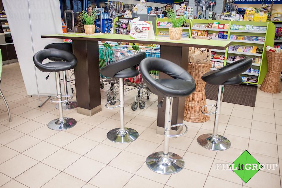 Барный стол и стулья 2